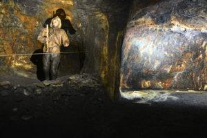 Bergarbeiter auf der Suche nach edlen Metallen
